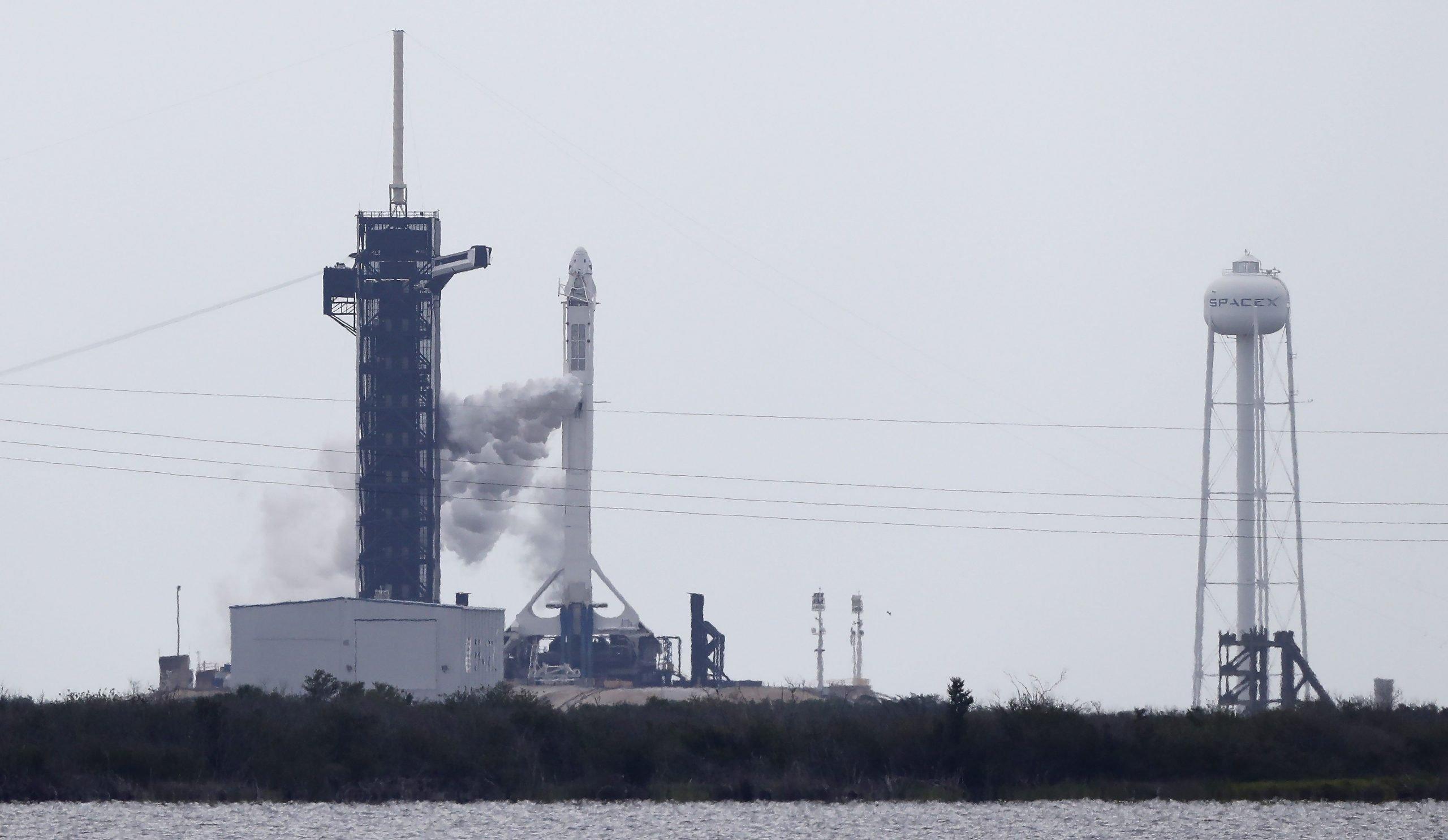 El tiempo no acompañó y la histórica misión Demo-2 se retrasa hasta el sábado