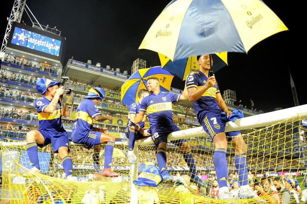 Los jugadores de Boca saludan a la Bombonera en su cumpleaños