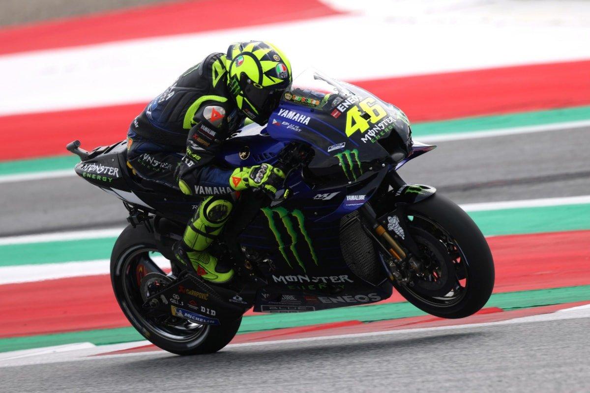 Valentino Rossi después de la fuga milagrosa de un accidente de MotoGP austríaco a 300 km / h
