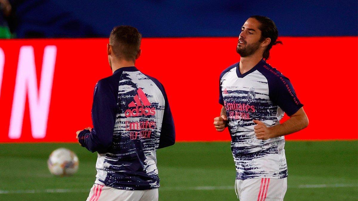 Isco pillado hablando a espaldas de Zidane