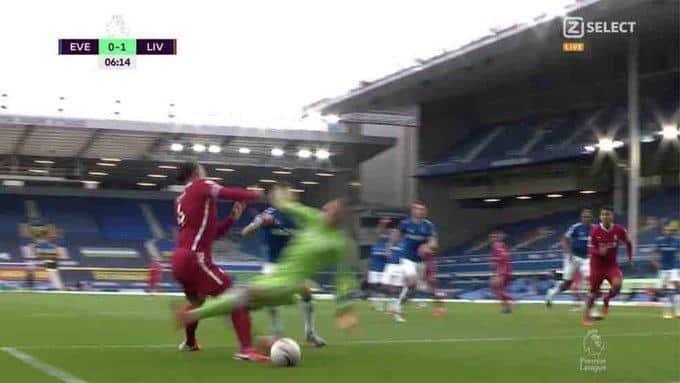 La ESCALOFRIANTE lesion de van Dijk ante el Everton