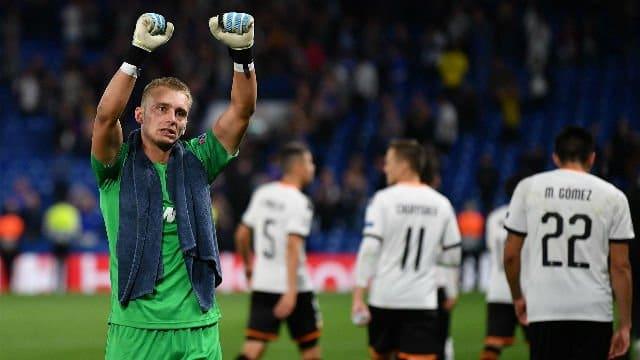 Cillessen duda ante el Real Madrid tras retirarse del entrenamiento