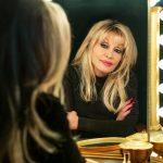 Dolly Parton recibe la vacuna covid después de ayudar con el desarrollo