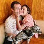 La hija menor de Bruce Willis y Demi Moore anuncia su compromiso