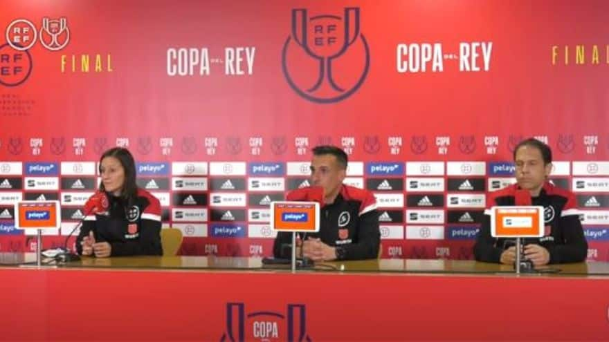 El arbitro catalan Estrada Fernandez se retira