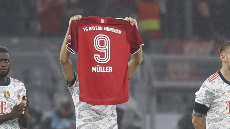 Gerd Muller sentido homenaje en la Supercopa alemana