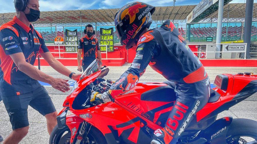 Raul Fernandez se estrena en la MotoGP de KTM