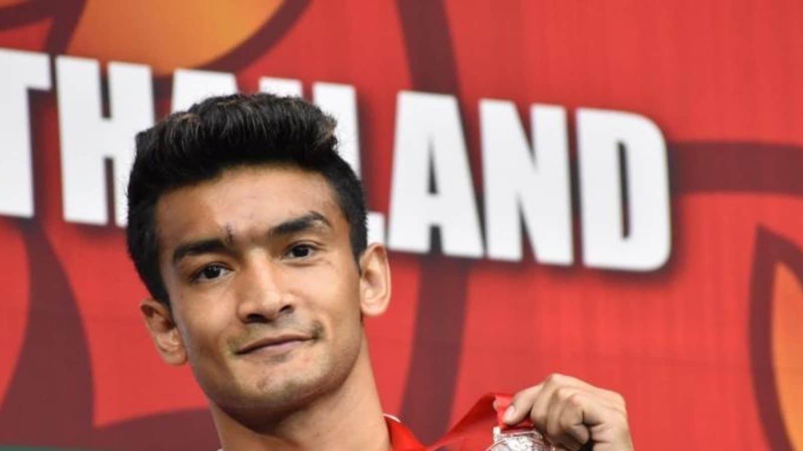 Sanjeet Shiva Thapa Hussamuddin en la final del boxeo nacional